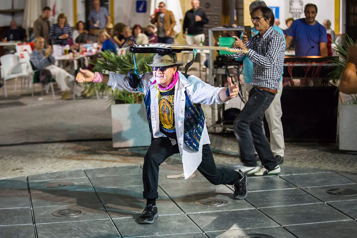 Actuación de Joe King Carrasco I Pueblos Blancos Music Festival en Montejaque. Foto de Pablo Bernardo(http://bit.ly/2cOqBya)